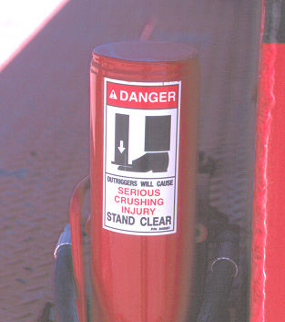 Danger, Outriggers will cause serious crushing injury, stand clear sticker