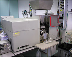 This is a picture of a United States Atomic Absorption Spectrophotometer maker from Perkins-Elmer, Varian Associates