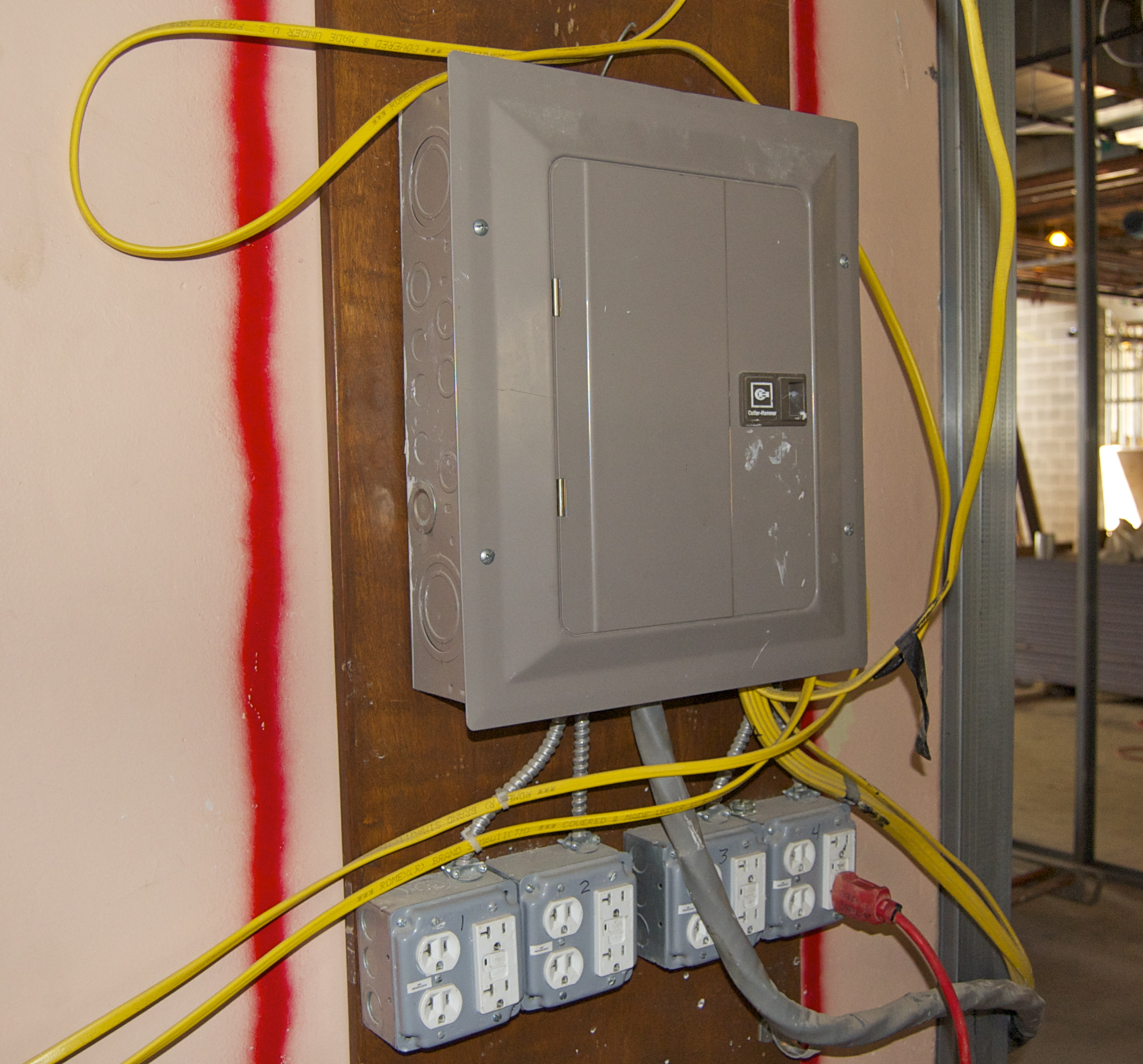 Elcosh Electronic Library Of Construction Occupational Safety And Fault Circuit Interrupter Receptacles Wwwdoityourselfhelpcom This Electrical Box On The Site Has Ground Interrupters All Outlets To Be Used With Portable Equipment